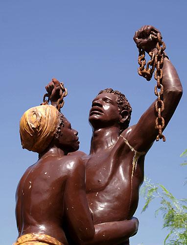 ile-de-goree-statue